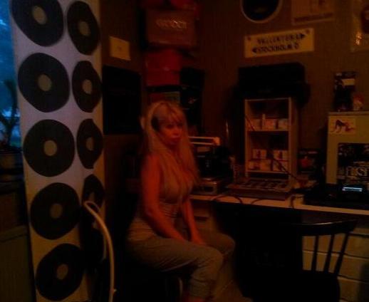 Josefin Hellstrand at DJ Jens studios